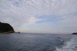 神島→佐田浜の途中、和具港へ(鳥羽市営定期船)