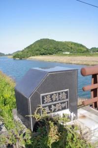 堀割橋(五十鈴川)と朝熊神社の社叢