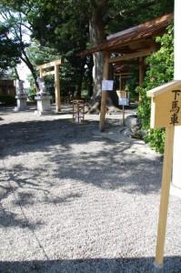 お白石持ち(町内曳)を待つ箕曲神社