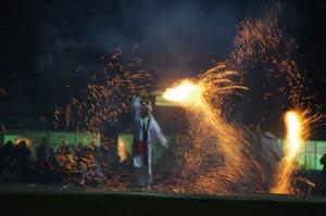 1.山路祭組(滋賀県東近江市)手筒花火