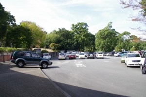 満車になった神宮徴古館の駐車場