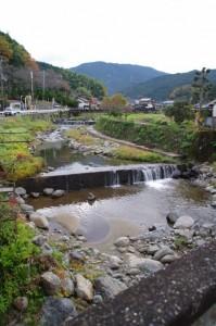 聖林寺橋から望む寺川の上流側