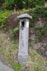 明日香村東山の太神宮常夜燈(万葉展望台~飛鳥坐神社)