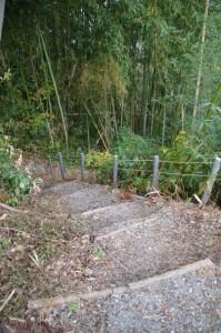 藤原鎌足ゆかりの産湯の井戸への階段