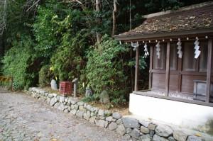 陽石、力石ほか(飛鳥坐神社)