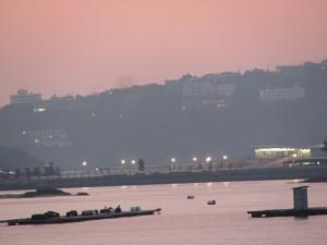 小浜漁港付近から望む佐田浜港(鳥羽市)