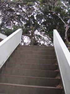 八幡神社の参道(鳥羽市小浜町)