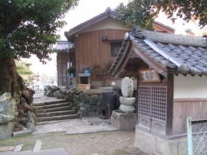 土宮神社横の庚申堂(鳥羽市小浜町)