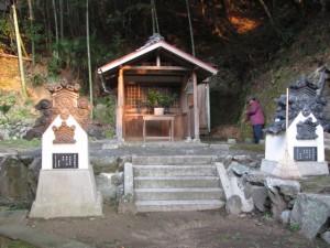 土宮神社横の御堂(鳥羽市小浜町)