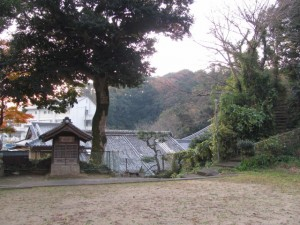 土宮神社からの階段(鳥羽市小浜町)