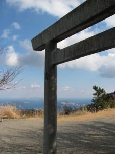 八大龍王社の鳥居(朝熊ヶ岳山頂)