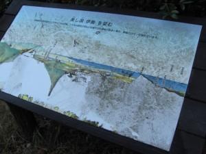 眺望がない場所にある案内板「美し国 伊勢 を望む」(朝熊岳道)