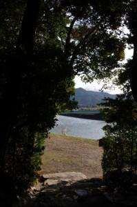 朝熊神社の社叢から望む朝熊橋