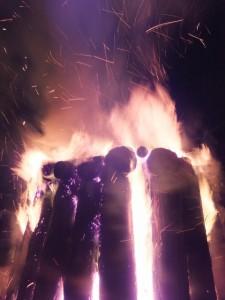 大晦日、大篝火の点火(外宮)