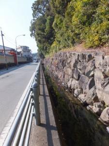 外宮々域の石垣と水路