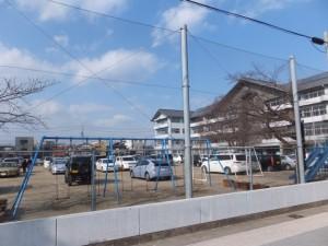 臨時駐車場(伊勢市立厚生小学校の校庭)