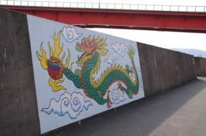 堤防に描かれた壁画(伊勢市神社港)