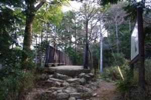 朝熊登山鉄道ケーブルカー跡に架かる橋(朝熊岳道)