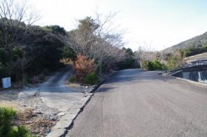 鳥羽レストパーク内にある丸山庫蔵寺への分岐(丸山道)