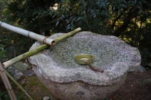 魔尼水(丸興山庫蔵寺)