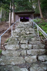 鎮守堂への石段(丸興山庫蔵寺)