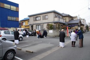 御頭神事(箕曲中松原神社)、宮崎さん前駐車場