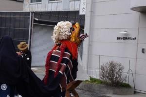 御頭神事(箕曲中松原神社)、鈴木小児科クリニック前