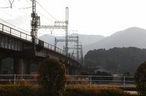 国道23号線から望む近鉄鳥羽線(五十鈴川駅付近)