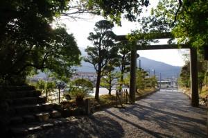 葭原神社への石階と月讀宮の参道