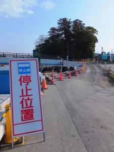新しい五十鈴橋(五十鈴川)と大土御祖神社ほかの社叢
