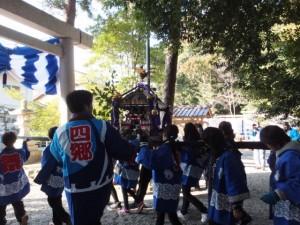 楠部町萬歳楽 子供みこし(櫲樟尾神社)
