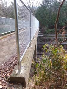 「家田地蔵尊 子安地蔵尊」への参道から近鉄鳥羽線を越える架橋
