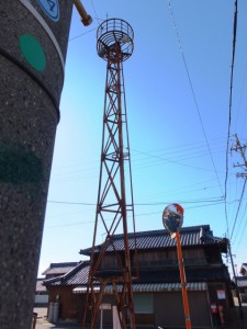 火の見櫓と角屋商店(伊勢市村松町)