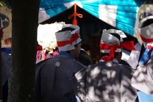宇氣比神社にて刀抜き衆(村松町の御頭神事)