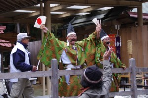 五身懸祭 - 餅投げ行事(川添神社)