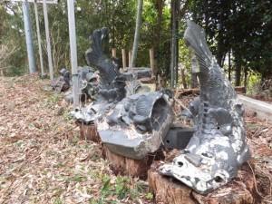 太江寺の山門付近に置かれている瓦群(二見町江)