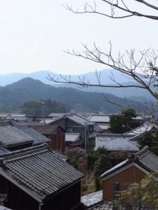 太江寺の参道から望む江の町並み(二見町江)