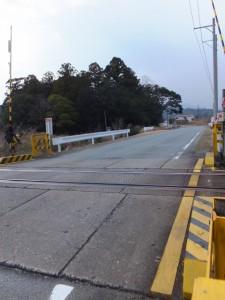 JR参宮線 江之道(えのみち)踏切から望む栄野神社