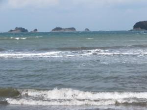 粟皇子神社の裏手に広がる海