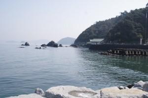 二見浦の突堤から望む夫婦岩、二見興玉神社