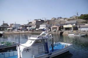 対岸の「おいないな」休憩所を望む(波切漁港)