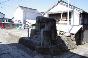 秋葉山の石祠(志摩市大王町)