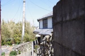 高台から大慈寺への下り(志摩市大王町)