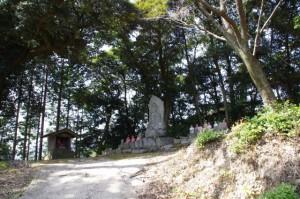 坂本農村公園駐車場上のお地蔵さんへ(坂本棚田)