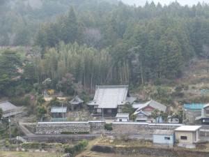 宮山から望む桂林寺(伊勢市横輪町)