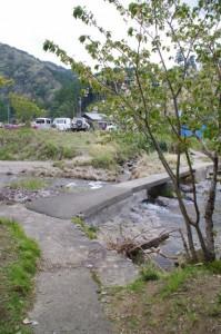桂林寺付近から横輪川へ(伊勢市横輪町)
