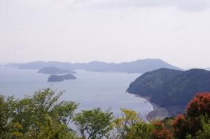 音無山園地展望台から望む神前海岸方向