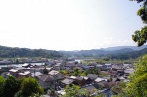 太江寺の裏山から望む二見町江の町並み