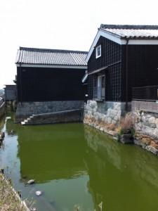 弐の蔵と壱の蔵と修景池(伊勢河崎商人館)