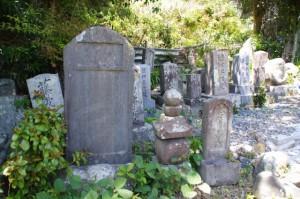 氏経神主の碑(荒木田墓地)